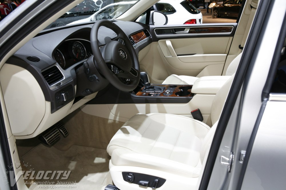 medium resolution of 2011 volkswagen touareg hybrid interior