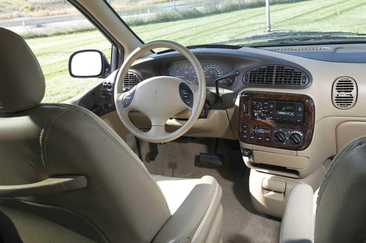 hight resolution of 1996 chrysler town country interior
