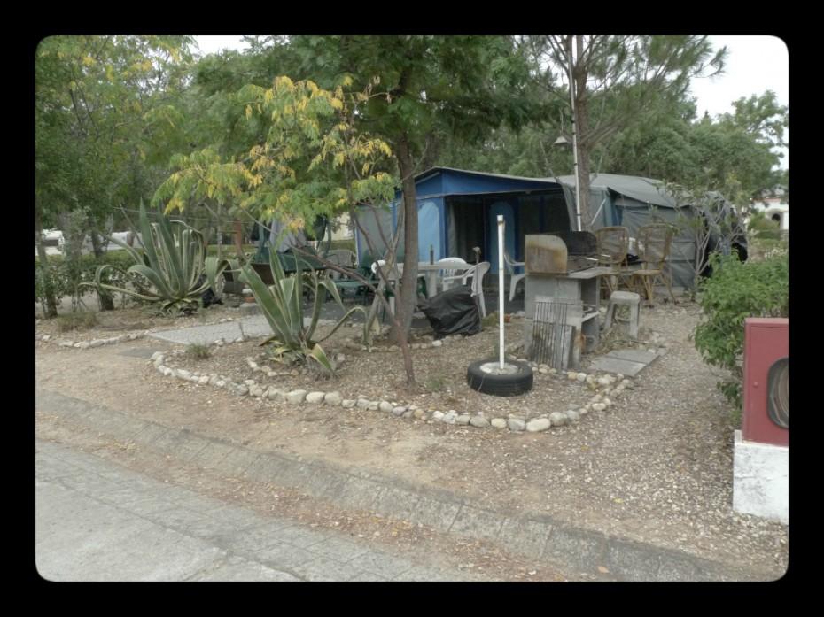 Nós nem pedrinhas tínhamos à volta das tendas, criando assim um jardinzinho de inspiração Japonesa. Mestre.