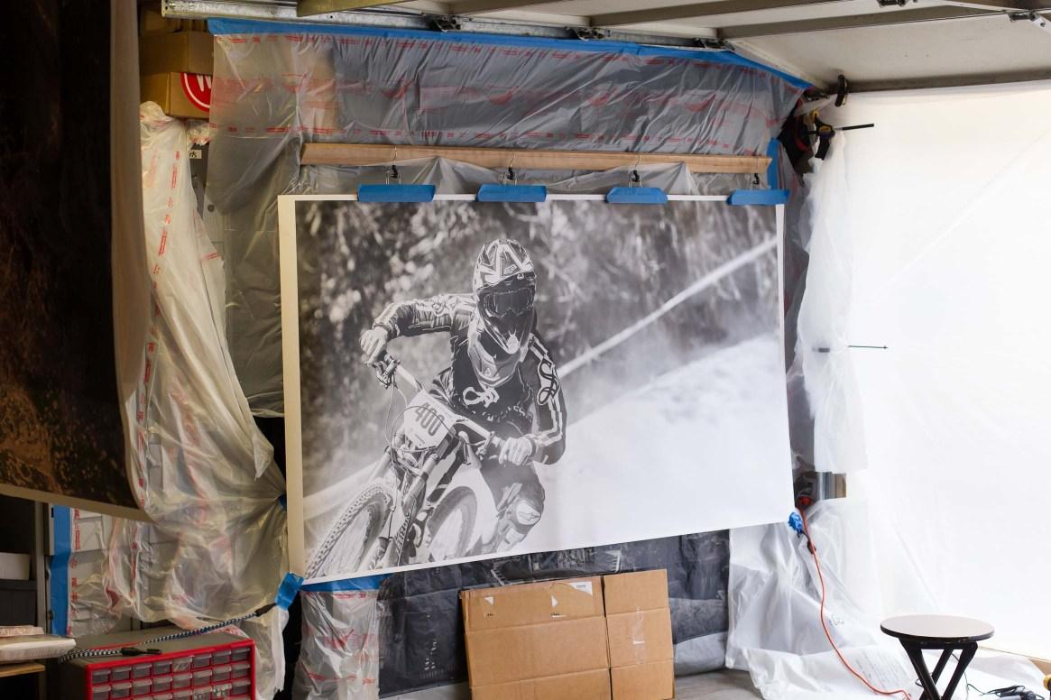 Improvised spray station in the garage