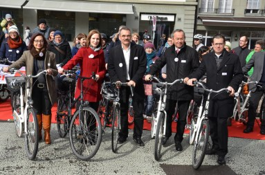 Das engere Initiativ-Komitee bei der Lancierung der Velo-Initiative am 5. März in Bern.