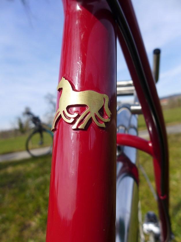 Das Sleipnir-Symbol auf dem Sattelrohr - ein achtbeiniges Pferd.
