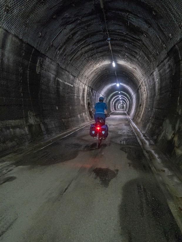 Der längste Tunnel auf dem Bahntrassee-Radweg ist fast einen Kilometer lang. | © 2018 Dominik Thali