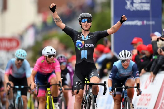 Women's Tour: Lorena Wiebes sprints to victory in Southend-on-Sea
