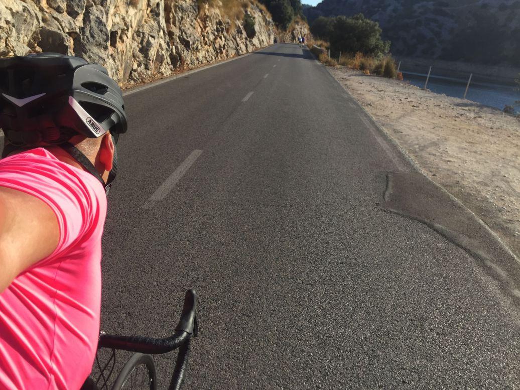 Als Rennradfahrer sucht man sich sein Trikot nur von hinten aus. Schließlich wird es nur von hinten gesehen.