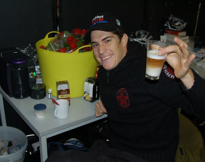 Franco makes Ed a coffee to help him along.