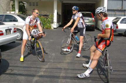 Leif, Dan and David have a blether prior to riding.
