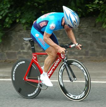 Peter Ettles accelerates out of the Collessie turn.