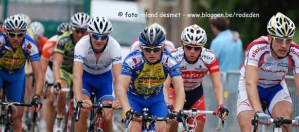 Dougie in the mix in a kermesse.