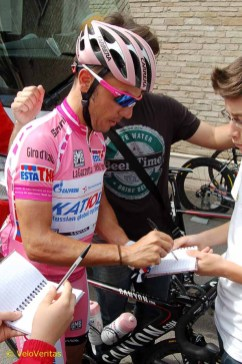 Maglia Rosa sign on and autographs.