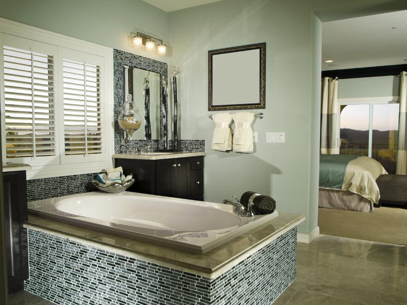 mix colur mosaic used on the side of the bath