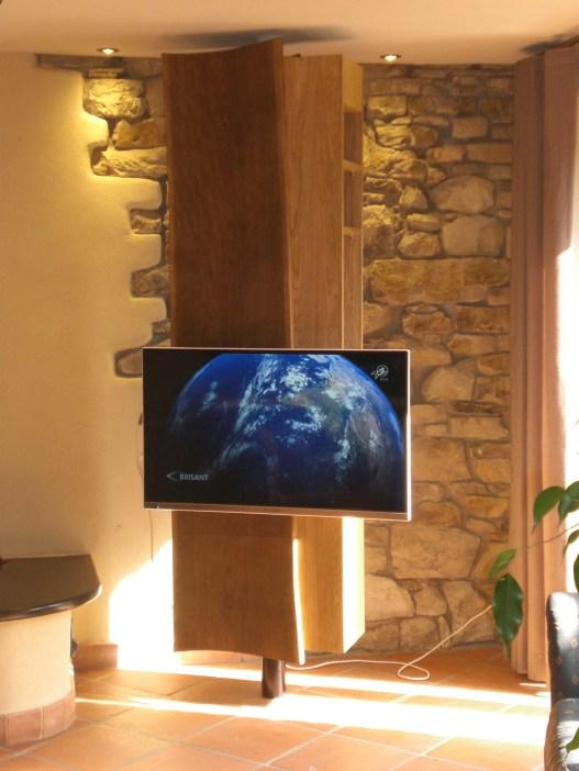 Drehbarer TV-Schrank