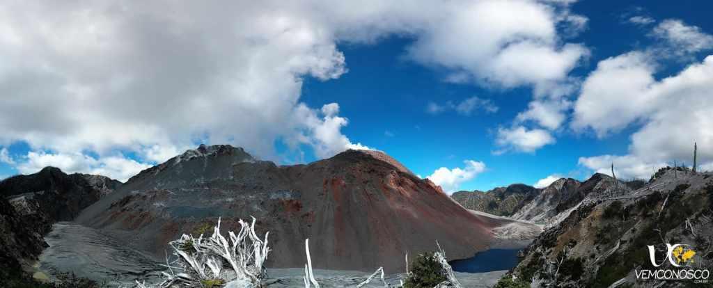 A cratera agora tem duas elevações de cerca de 200 metros