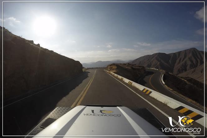 Intermináveis curvas no caminho a Nazca