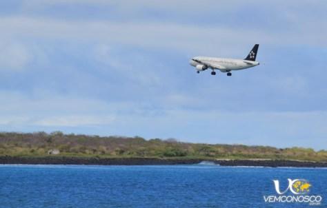 Foto-7-Aviao-pousando-en-Galapagos
