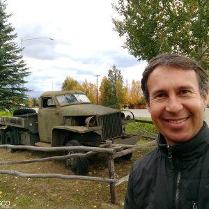 Caminhão usado na construção da Alaska Highway