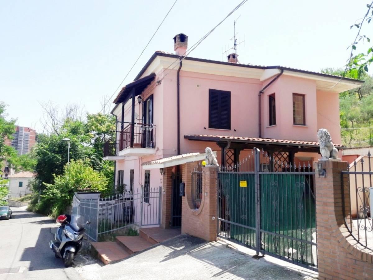 Porzione di casa in vendita in strada brecciata zona