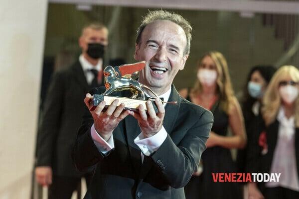 Roberto Benigni für sein Lebenswerk bei den 78. Filmfestspielen in Venedig ausgezeichnet.