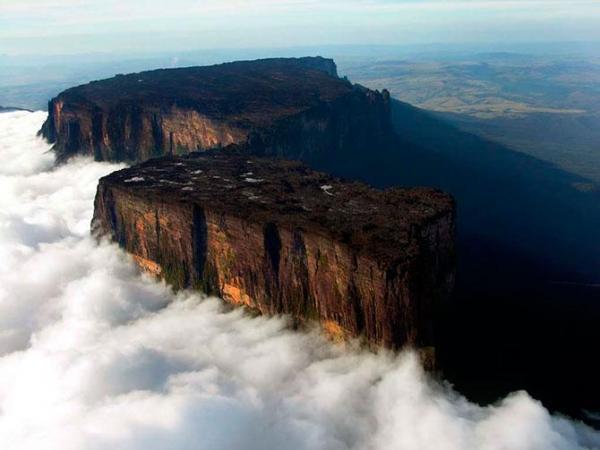 El Monte Roraima es el punto más alto de la cadena de mesetas tepuyes en América del Sur.