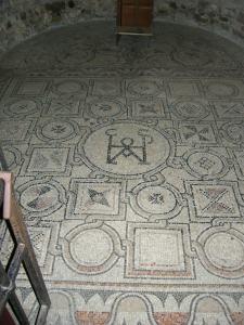 Grado,_basilica_di_sant'eufemia,_interno,_cappella_dx,_mosaici_01