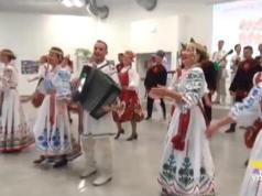 Ammalati e anziani, la Bielorussia danza e canta per loro