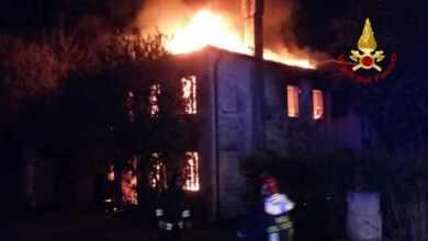Capannone e casa in fiamme: incendi a Dolo e Noventa