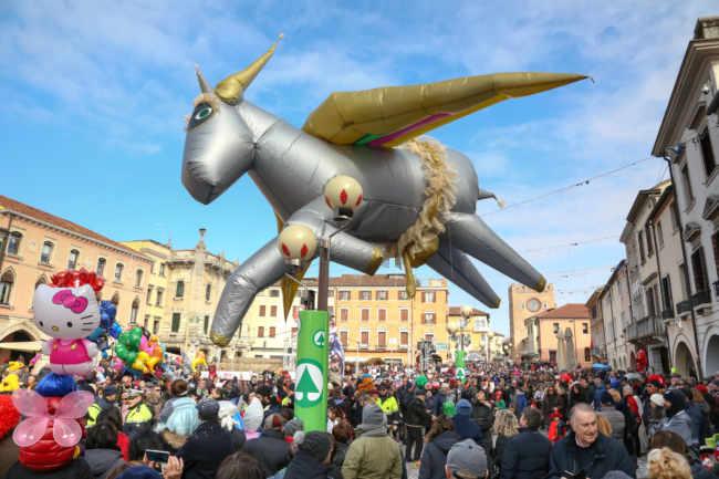Ultima domenica di Carnevale il Volo dell'Asino in Piazza Ferretto