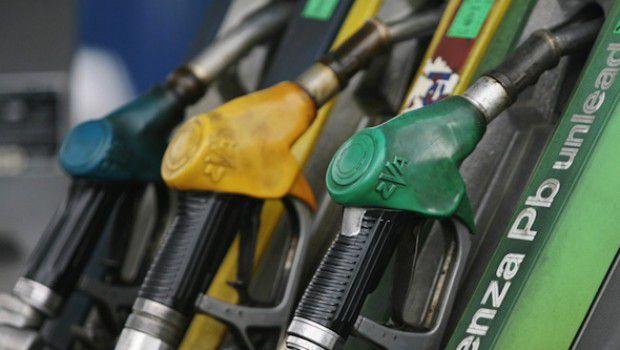 Ponte di Pasqua fa impennare il prezzo del carburante