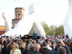 Inaugurata Building Bridges la nuova opera di Lorenzo Quinn