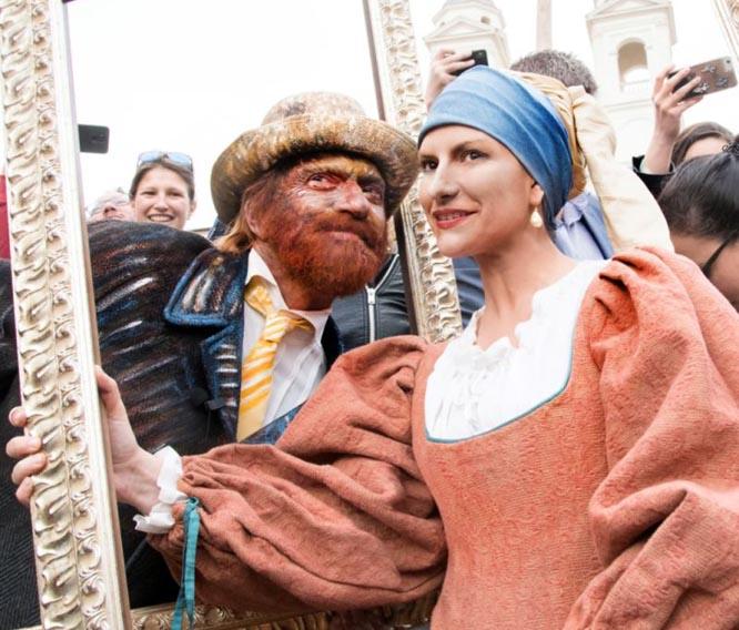 Laura Pausini e Biagio Antonacci a sorpresa in Piazza di Spagna a Roma