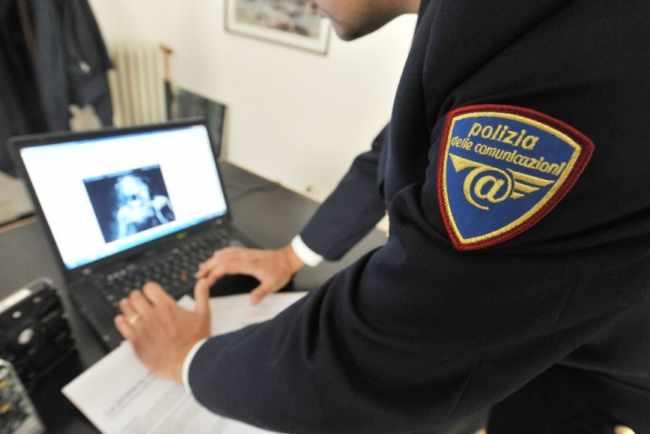 Polizia postale: perquisiti per materiale pedopornografico