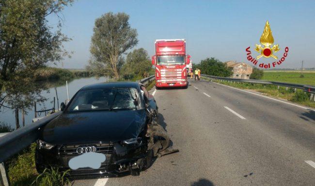 Schianto tra auto e moto sulla Jesolana