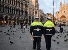 turista in bikini multata