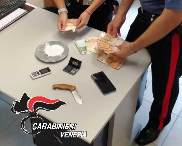 Abbandonò in strada le valigie con la cocaina: pusher arrestato