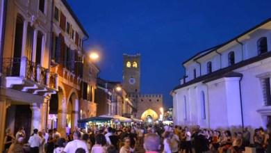 Photo of Sabato a Noale saldi di sera e festa in piazza: la Notte Rosa