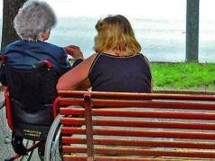 Narcotizza un'anziana per rubarle il bancomat: badante arrestata