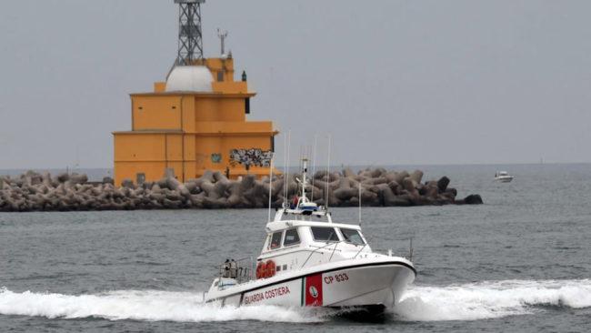 Barca in balia delle onde al Lido: salvate due persone