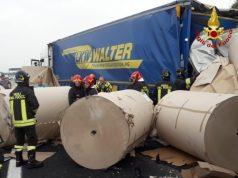 Tamponamento tra mezzi pesanti in A4: traffico in tilt