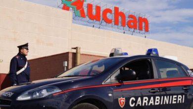 Agli arresti domiciliari, lo trovano all'Auchan: arrestato