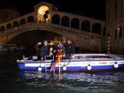 Gondolieri sub in Canal Grande fino a mezzanotte