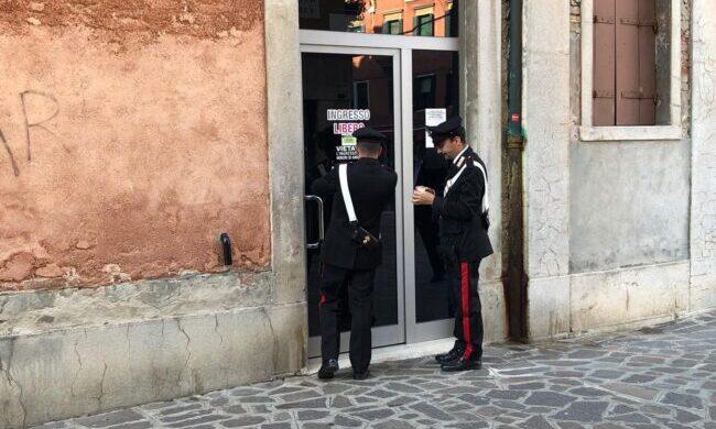 Rapina alla sala slot di Venezia: si cerca un uomo mascherato