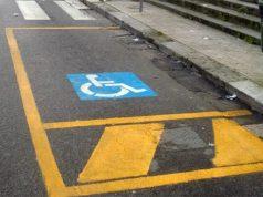 Parcheggia nella piazzola del disabile a Jesolo: denunciato - Televenezia