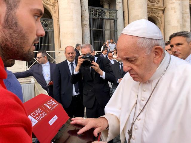 """Papa Francesco lancia i """"Xmas Facts"""" di Cube Radio"""