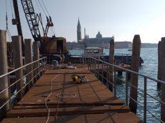 Pontili danneggiati all'acqua alta: proseguono i lavori di manutenzione - Televenezia