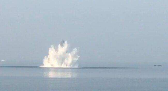 Bomba day: si sono concluse alle 15.38 , con il brillamento in mare dell'ordigno, le articolate operazioni per il disinnesco della bomba