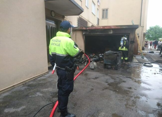 Garage in fiamme a Marghera
