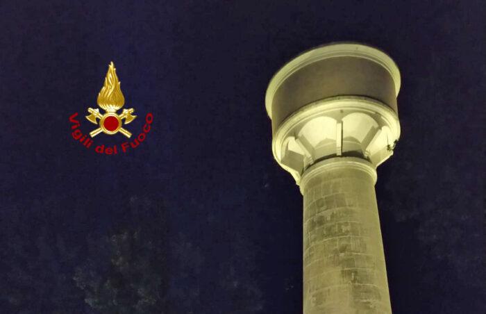 Marghera, incendio nella torre dell'acquedotto