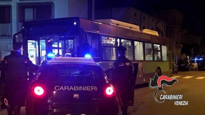 Ispettori Actv aggrediti da un 20enne sul bus: era senza biglietto - Televenezia