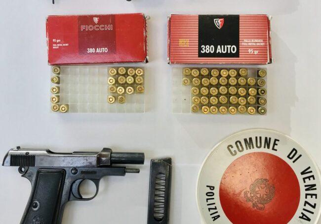 Deteneva pistola con matricola abrasa: arrestato un 36enne
