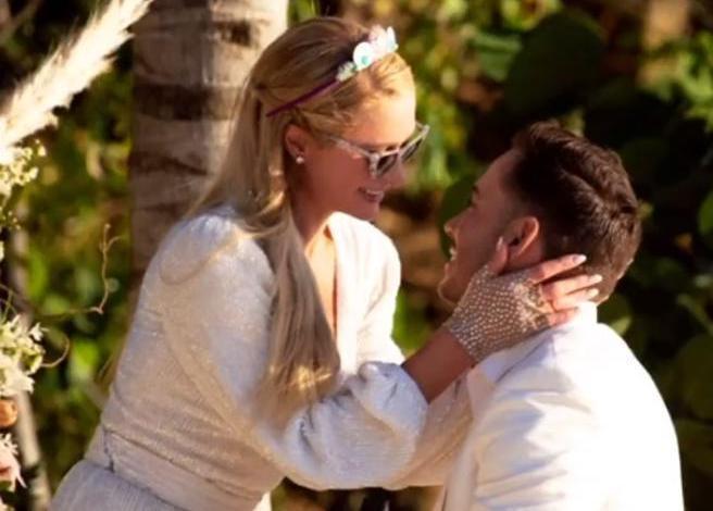 Arriva la proposta di nozze da favola per l'ereditiera americana Paris Hilton